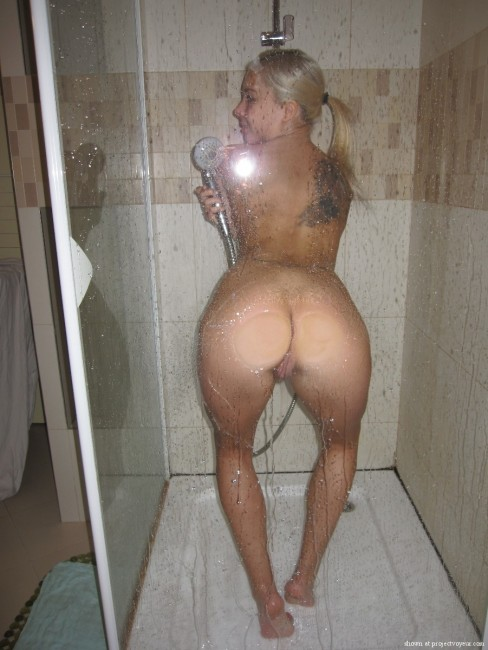 Spy nude girls shower
